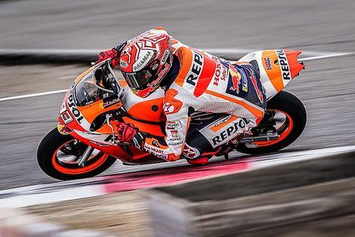 VÍDEO: A uma semana de teste, Márquez volta a andar de moto