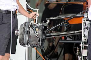 McLaren: ecco la sospensione con il doppio bracket che segue l'idea Mercedes