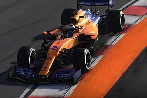 Amikor a világhírű fotós otthon, a tévé előtt fotózza a virtuális F1-es nagydíjat