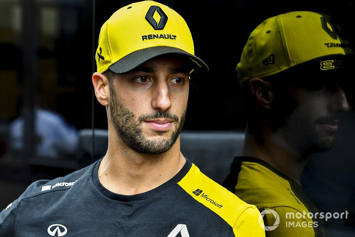 Ricciardo hit with £10 million claim from ex-advisor