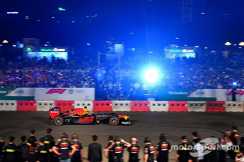 Red Bull Racing verzorgt fraaie demonstratie in Hanoi
