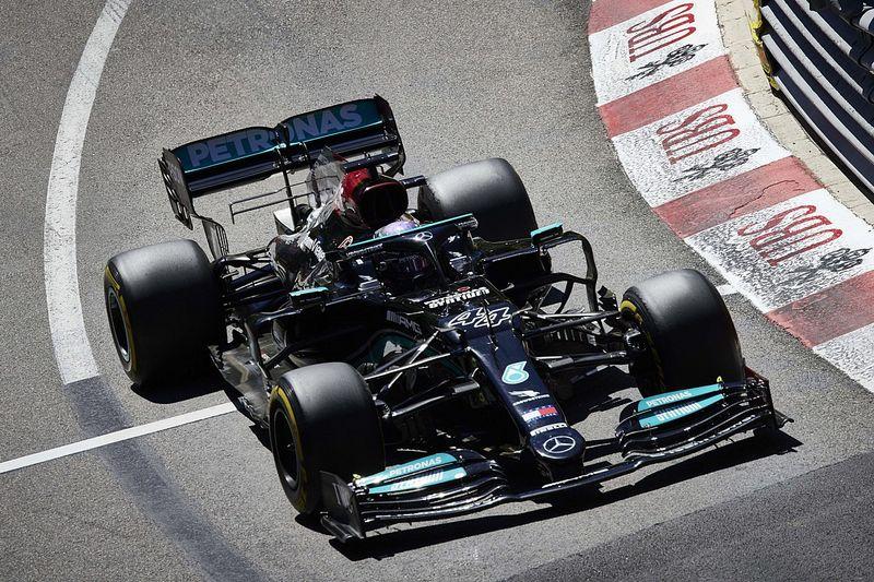 """Hamilton: """"Non capisco perché le F1 siano sempre più pesanti"""""""