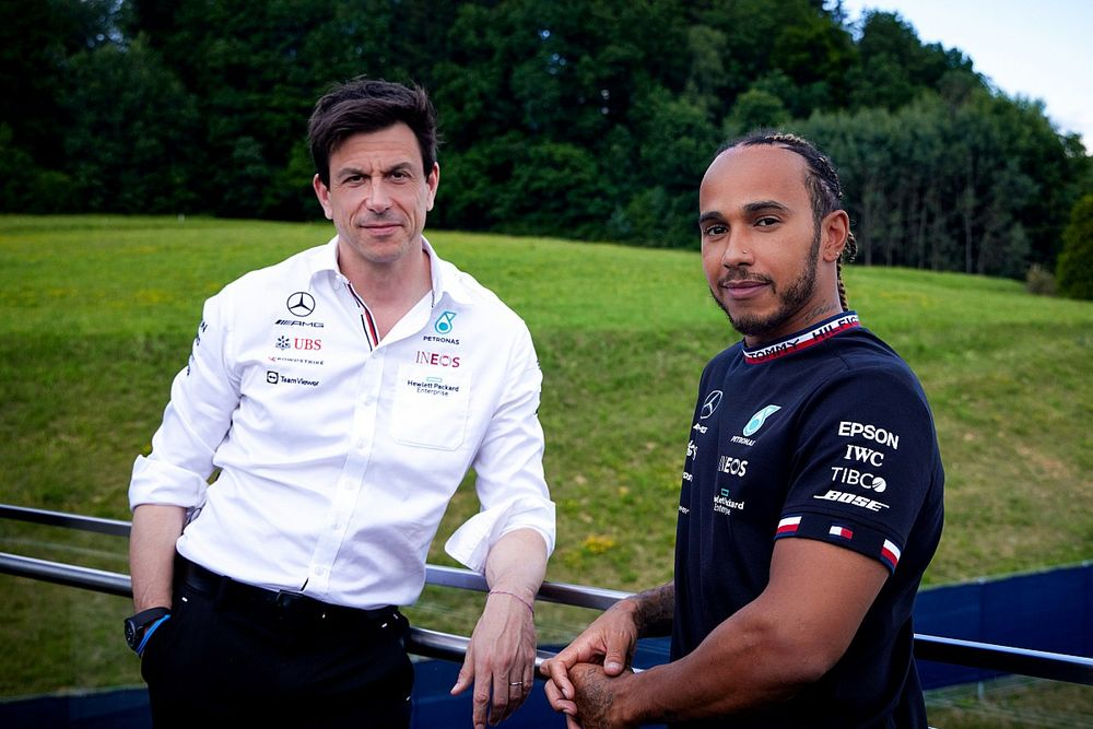 """Mercedes: """"No distractions"""" from Hamilton F1 contract amid title fight"""