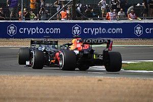 "ANÁLISE: Detalhes técnicos da ""batalha das asas traseiras"" entre Red Bull e Mercedes"