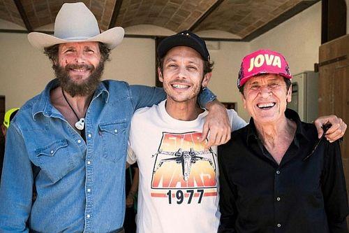 """""""L'Allegria"""": il video di Morandi e Jovanotti al Ranch di Valentino Rossi"""