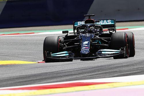 Hamilton bovenaan in derde training, Verstappen kampt met verkeer