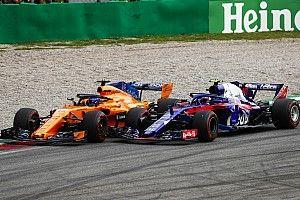 """Gasly critica al """"más agresivo"""" Alonso tras el choque de Monza"""