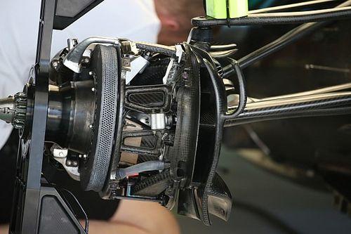 Mercedes: dischi anteriori iperventilati con una svasatura al centro