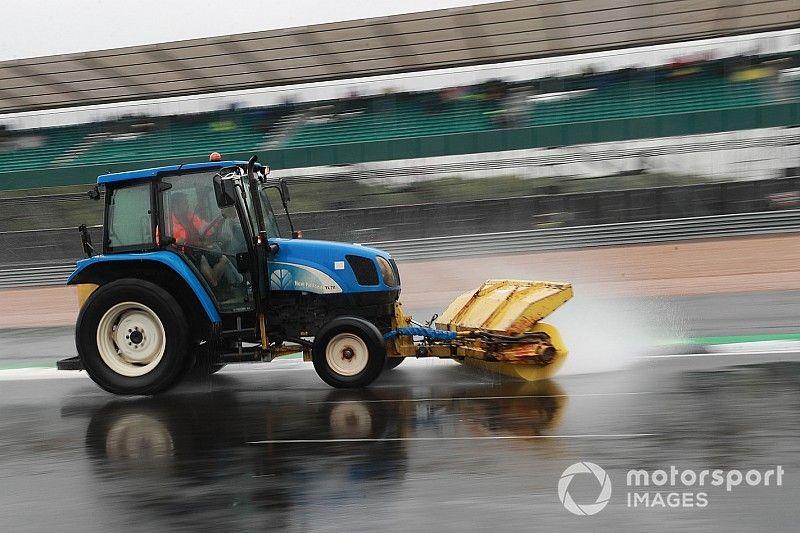 La sensible pose de l'asphalte de Silverstone avant la F1 et le MotoGP