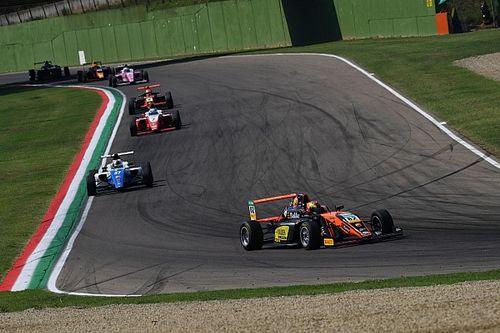 F4: Hauger conquista Gara 3 a Imola