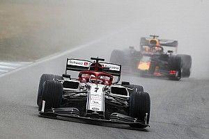 Les Alfa Romeo rétrogradées, Hamilton et Kubica dans les points