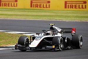 F2 Silverstone: Zhou pakt pole, De Vries zevende