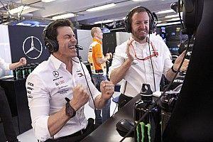 """RÁDIOS F1: Chefe da Mercedes quase """"se borra"""" e Sainz incorpora cantora na Hungria"""