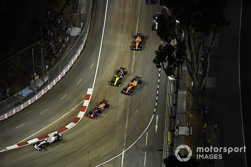 "Hulkenberg probably ""regretting"" first-lap move - Sainz"