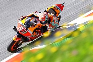 Marquez snelste op vrijdag in Oostenrijk, crash Dovizioso