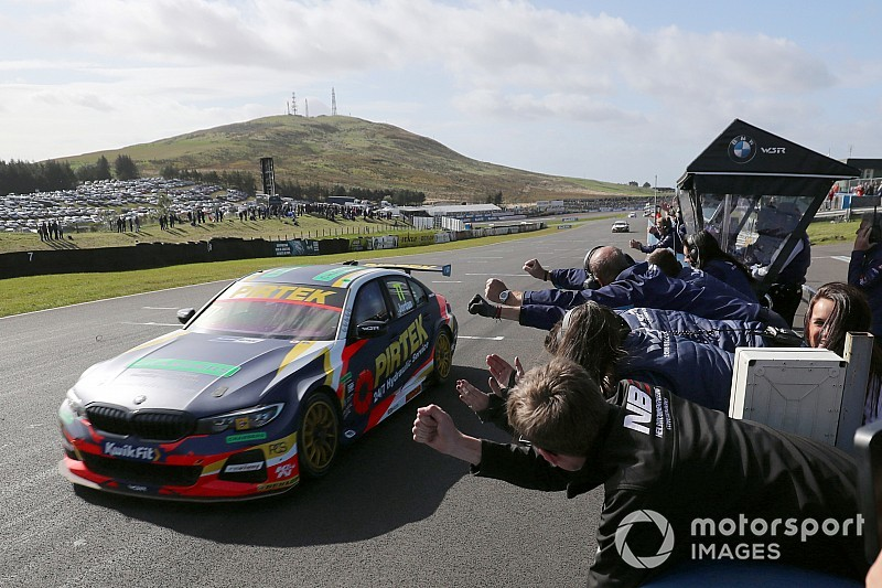 Knockhill BTCC: Jordan closes on Turkington with Race 2 win