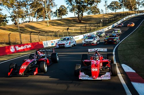 What categories are racing at the 2020 Bathurst International?