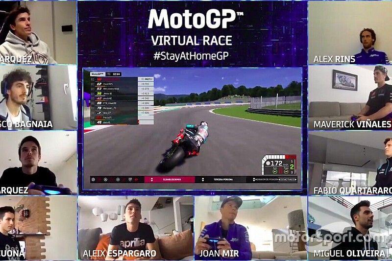 Vídeos: toques, caídas, emoción... lo mejor de la carrera virtual de MotoGP