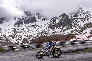 Rins y Rabat entrenan con la moto a 2.400 metros de altura