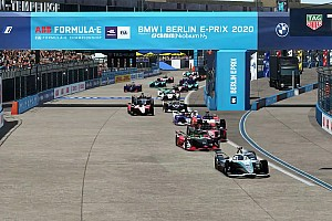 Rowland scores first virtual FE win as Vandoorne, Abt collide