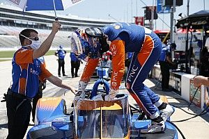 Texas IndyCar: Dixon leads practice, three incidents for rivals