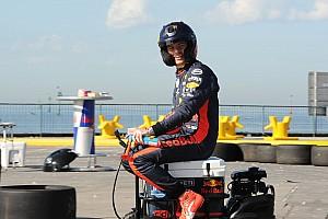 """Verstappen: """"Sim yarışları beni formda tutuyor"""""""