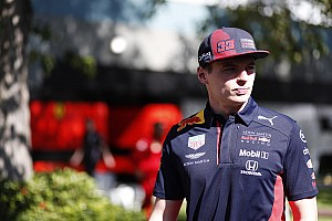Verstappen aan de start in Supercars Eseries