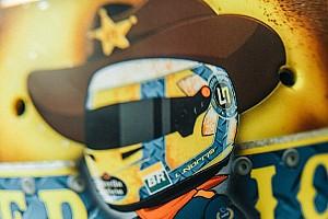 Egy fiatal F1-es versenyző, aki a közösségi média specialistája