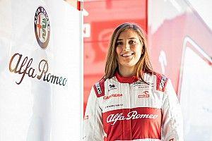 Így szimulátorozik az Alfa Romeo női F1-es tesztpilótája: videó