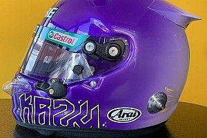 Ricciardo con un casco dedicato a Kobe Bryant nei test