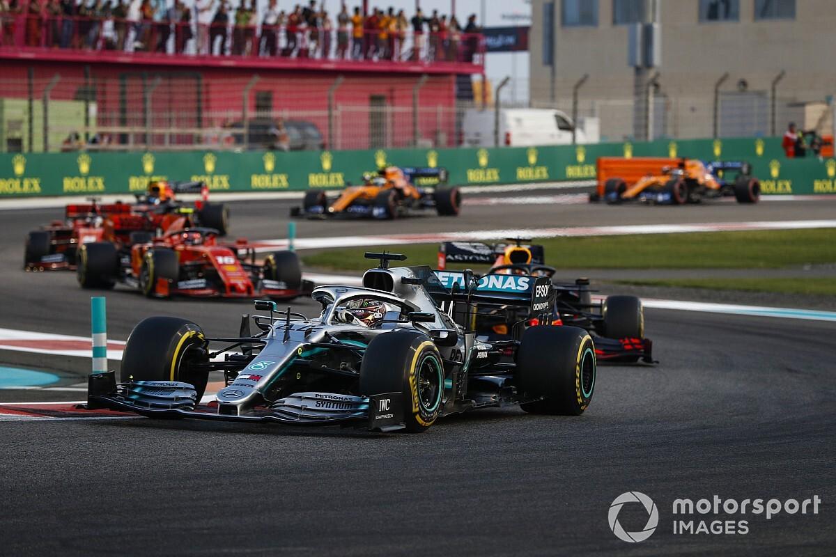 Hamilton domina de ponta a ponta e fecha temporada da F1 com vitória em Abu Dhabi