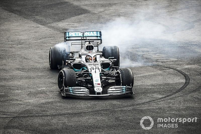 """Hamilton debió """"luchar"""" por daños en su Mercedes"""
