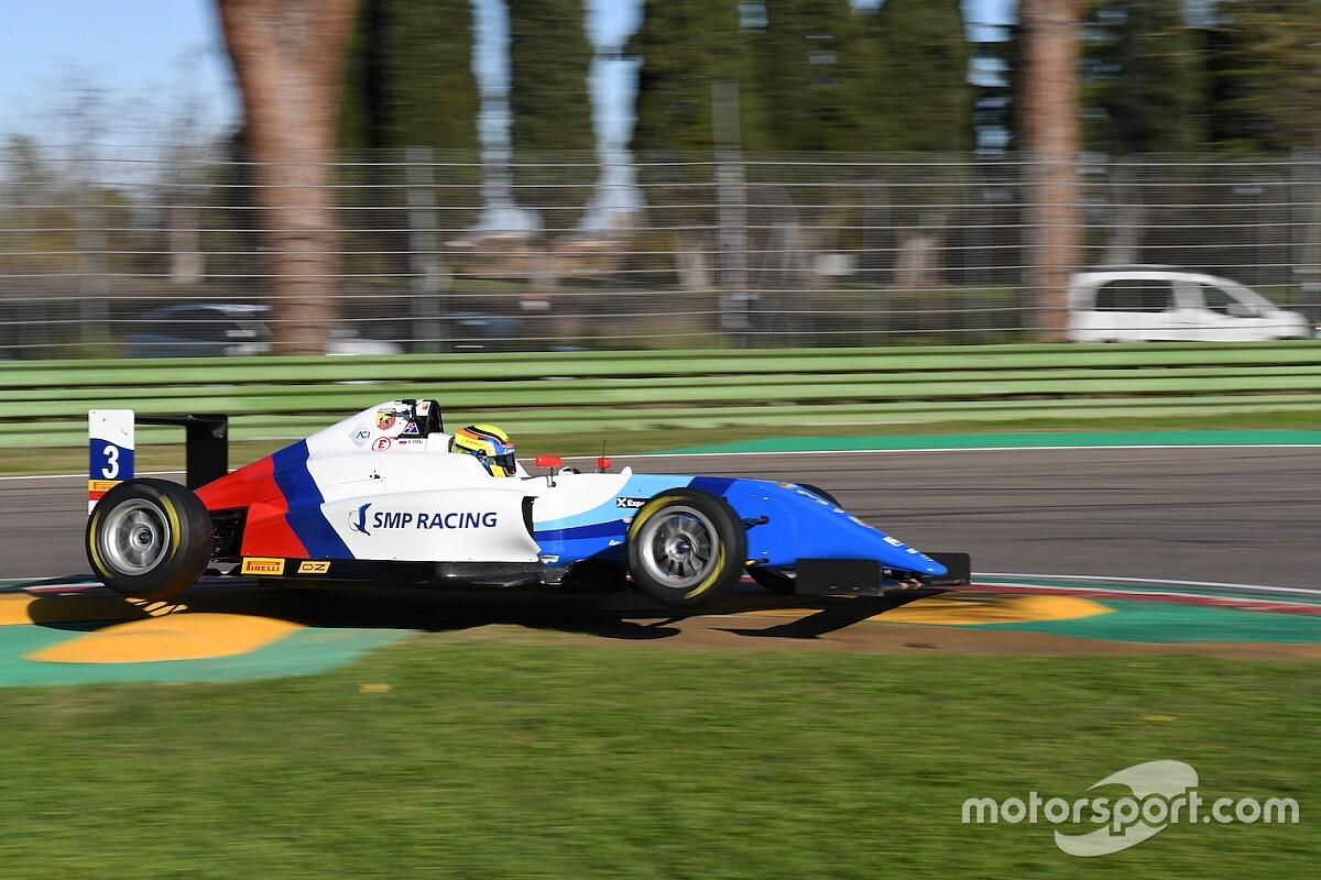 Российский пилот Формулы 4 начал сезон с победы в Дубае, обогнав сына Трулли