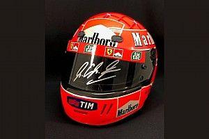 F1 veiling: Unieke items Ferrari en Michael Schumacher onder de hamer
