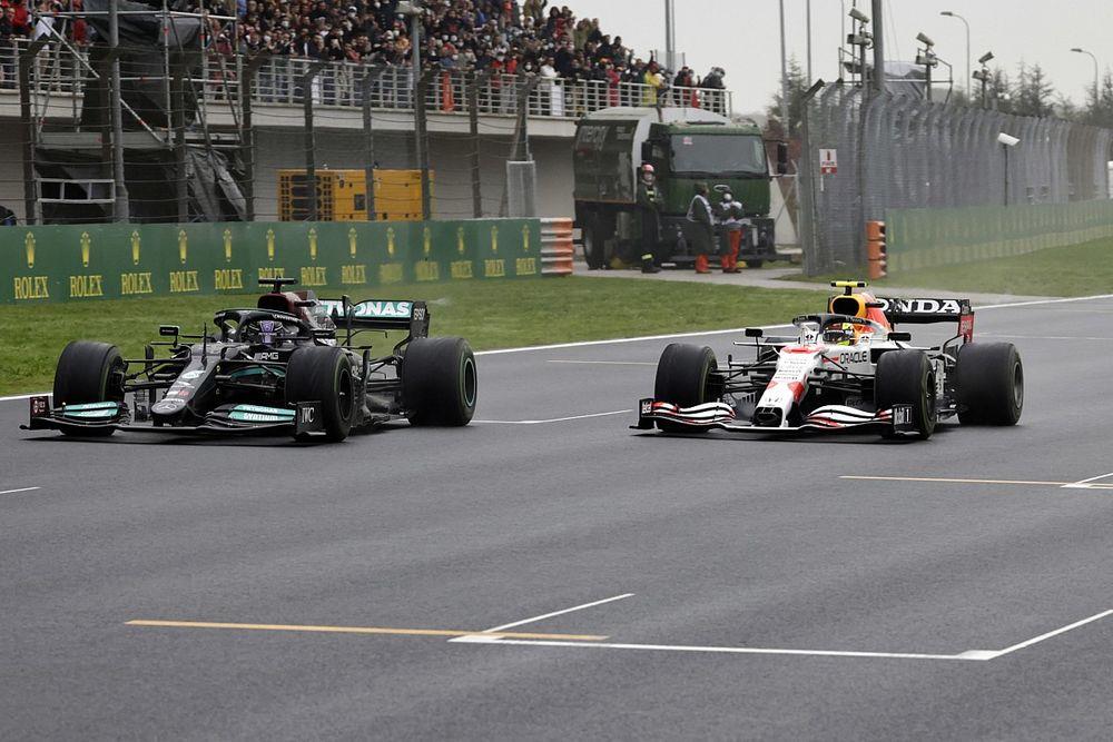 Sergio Perez Merasa Beruntung Bisa Kalahkan Lewis Hamilton