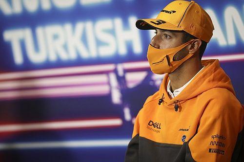 """F1: Após """"amargor"""", Ricciardo está """"em paz"""" com falta de títulos"""