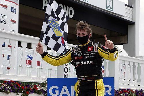 Poranek Jonesa na Pocono Raceway