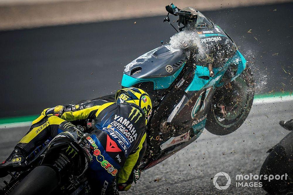 VIDEO: Rossi y Viñales se salvan de milagro tras un terrible accidente