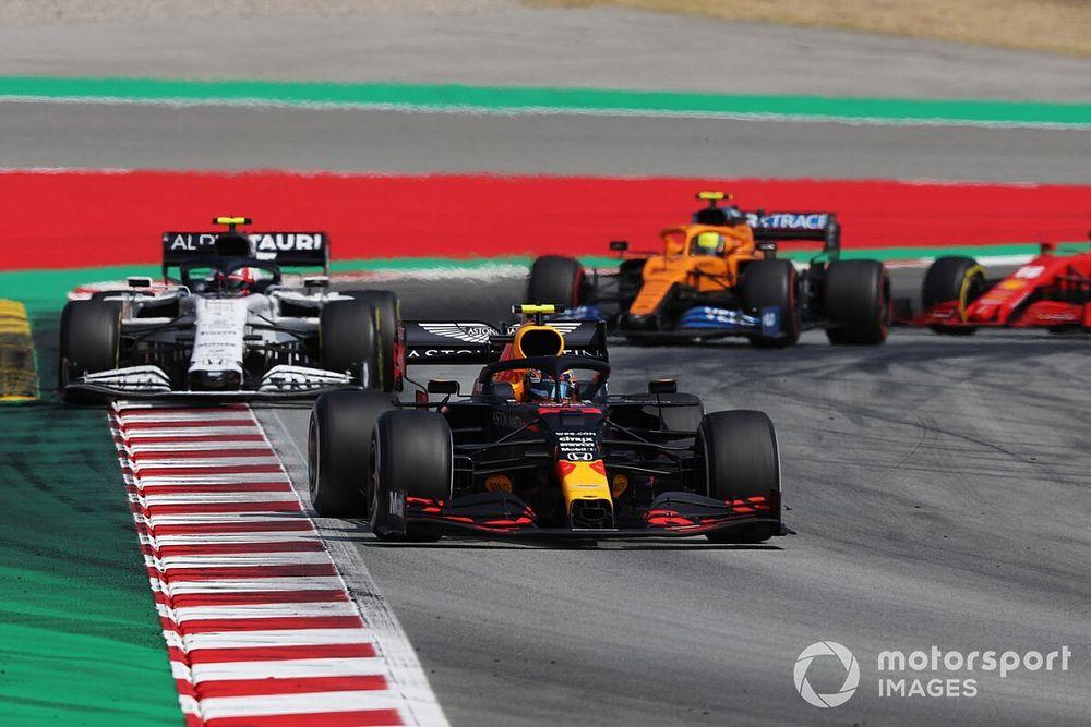 Элбон чуть не плачет, а Red Bull утешает его «грязным» воздухом. Лучшие радиопереговоры Гран При Испании
