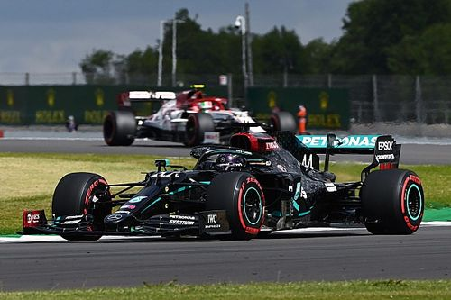 F1, Gran Bretagna: Hamilton in pole, il vuoto dietro le Mercedes