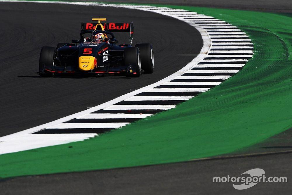 فورمولا 3: لاوسون يصد هجمات بياستري ليفوز في سيلفرستون