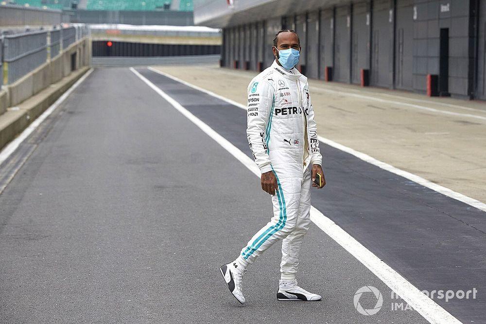 Hamilton apunta ahora contra la tauromaquia