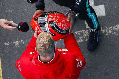 F1: el emotivo gesto de Mick Schumacher con Lewis Hamilton