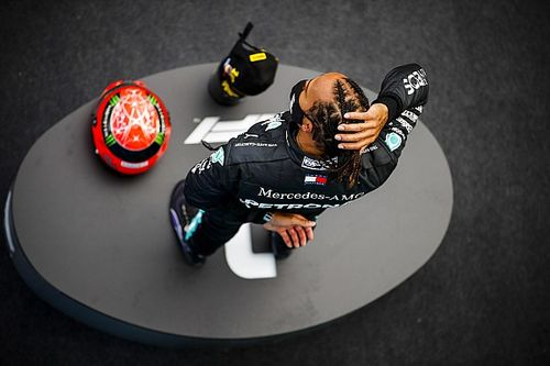 """Hamilton """"humbled"""" to be honoured by Schumacher's family"""