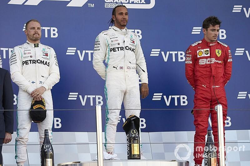 Hamilton képes bocsánatot kérni, és Leclerc jobban hasonlít rá, mint Vettel-re?