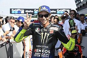Valentino Rossi sulle strade della sua Tavullia con la M1