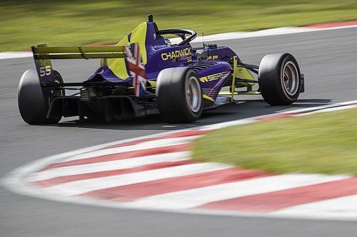 W Series Brands Hatch: Pole Chadwick, titel ver weg voor Visser