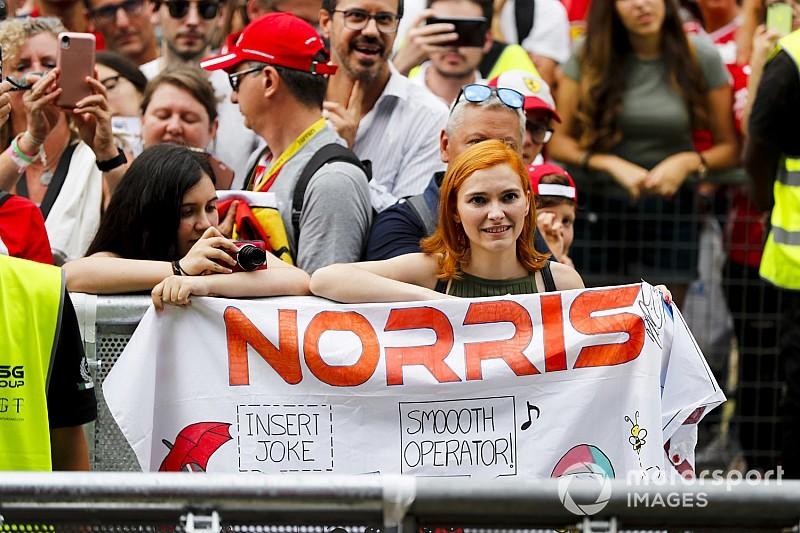 """Videón, ahogy Norrist """"szétszedik"""" az F1-es rajongók"""