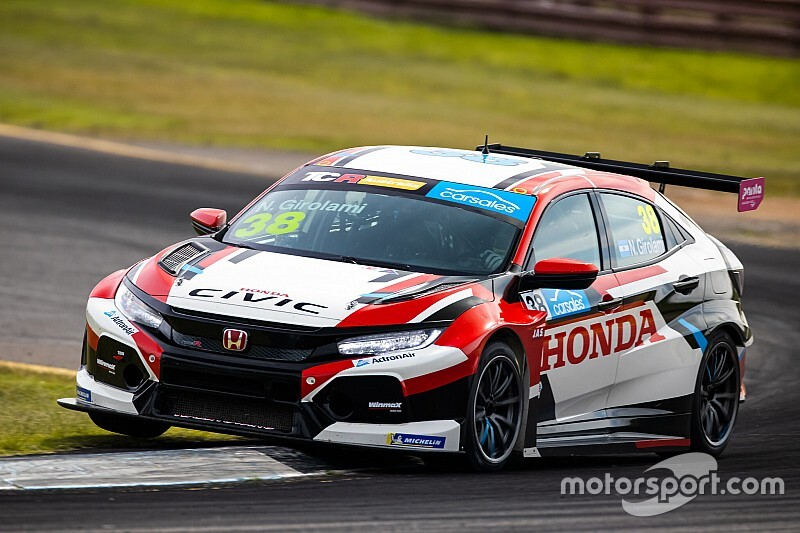 Sandown TCR: Girolami dominates opener