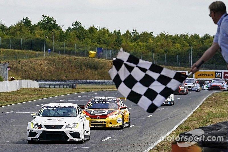 Wolf-Power Racing siegt mit Alex Morgan in der TCR Europe in Oschersleben